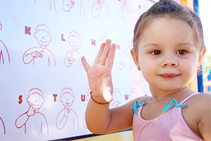 sign-language-lessons-deaf-children-nyc-6