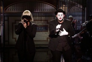 SIA-SNL-sia-chandelier-ASL-sign-language-1