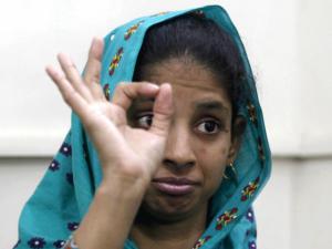 geeta-pakistan-boolywood-deaf-censorship-in-media-04
